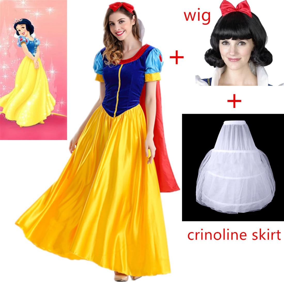 נשים בתחפושת שלגייה שכוללת שמלה, פאה, חצאית קרינולינה