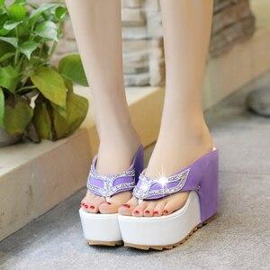 Image 2 - Lucyever/женская летняя обувь; Женские Вьетнамки со стразами; Модные пляжные сандалии на танкетке и высоком каблуке; Zapatos Mujer