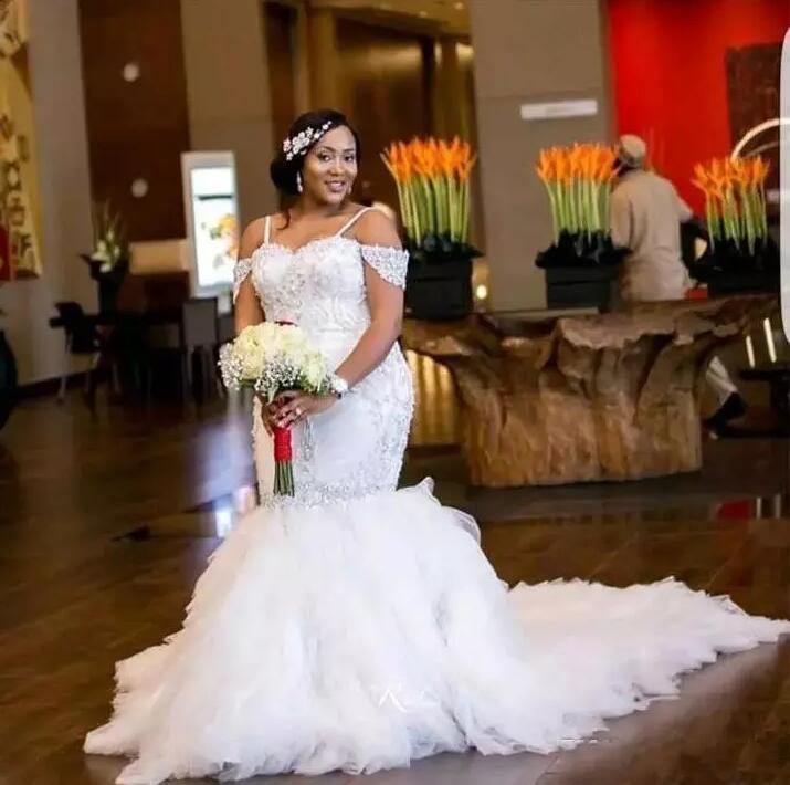 New Arrival Arabic African Wedding Dresses Lace Crystal Spaghetti Straps Wedding Bridal Gowns Wedding Gown Vestidos De Noivas