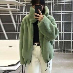 Image 3 - Di marca di modo fluffy grande collare della Pelliccia Del Faux cappotto femminile Più Spessa caldo della Pelliccia di Fox Gilet con cerniera cuciture cappotto con coulisse