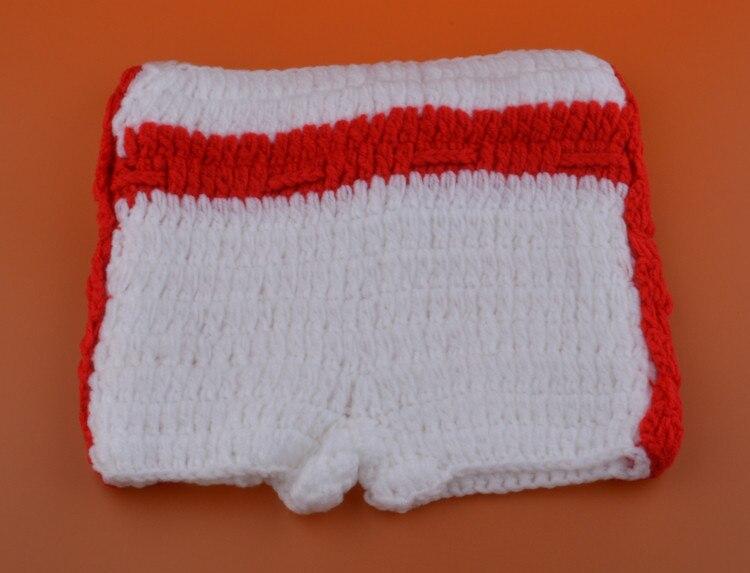 Bebê luvas de boxe papel jogando tricô