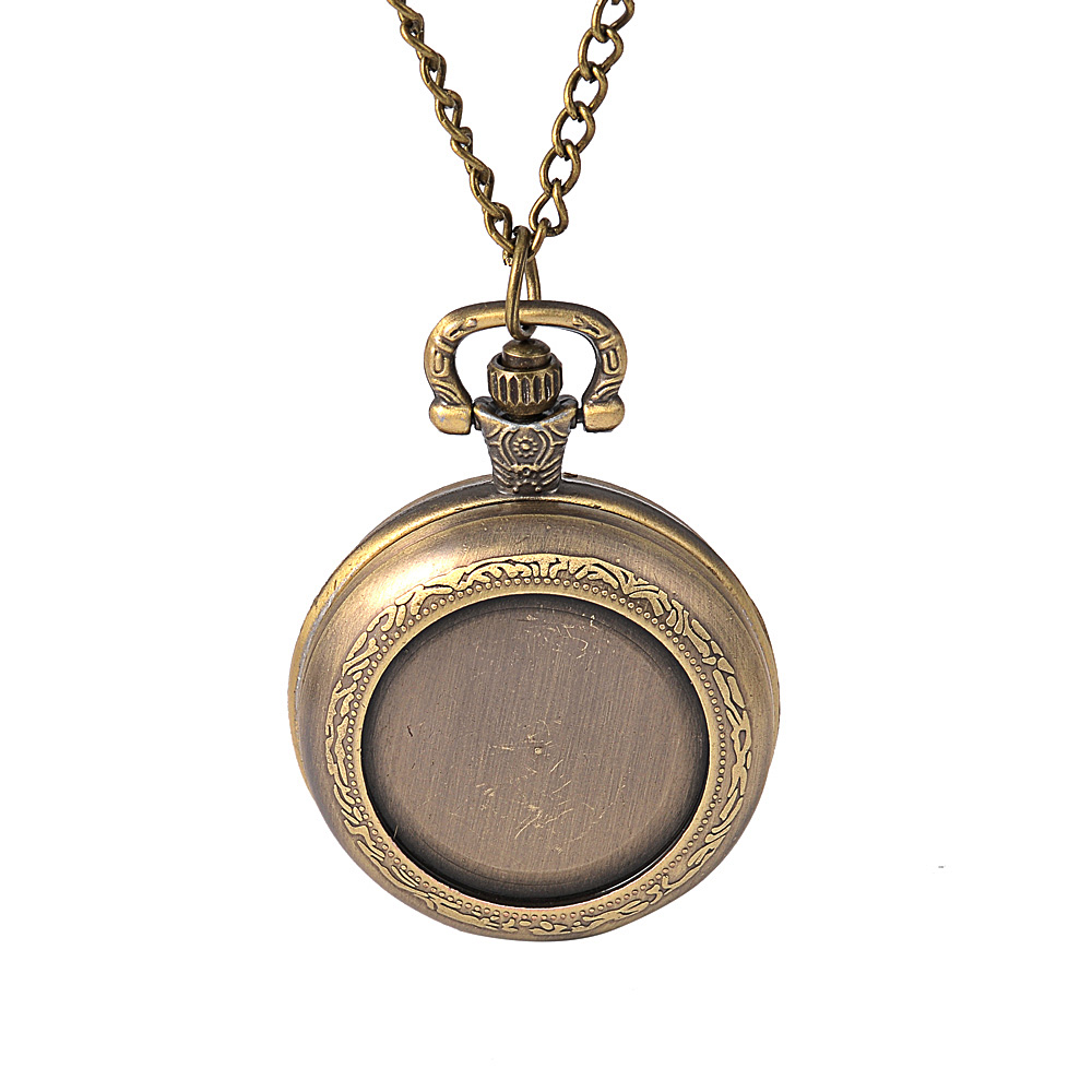 Medium Size Classic Retro Pocket Watch Simple And Generous Flip Back Surface Pattern With Necklace