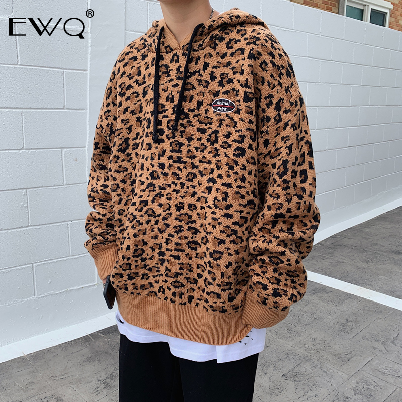 EWQ / 2019 Autumn Winter Thickening Personality Leopard Print Loose Tide Knitting Tops With Hat Sweater For Man Big Size 9Y0036