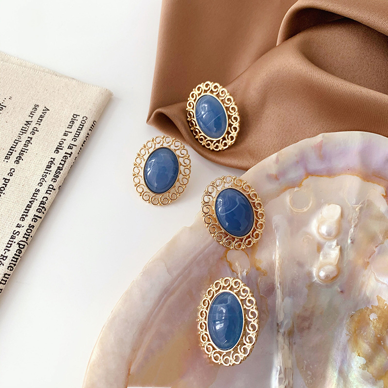 French Retro Palace Court Baroque Clip Earrings Metal Hollow Out Resin Blue Stone Clip Earrings No Hole Ear Clip for Female Lady