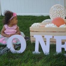 Отдельно стоящие деревянные буквы, один стоящий деревянный знак, реквизит для фотографии на первый день рождения, полка для детского сада, у...