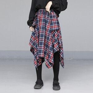 Image 2 - [EAM] גבוהה אלסטי מותניים אדום סימטרי משובץ תחבושת פיצול חצי גוף חצאית נשים אופנה גאות חדש אביב סתיו 2020 JD402