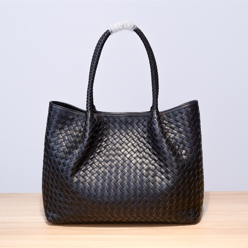 2019 Genuine leather  manual  Weave  Handheld large capacity package  Woman  High-quality  Inner zipper bag Dermis in and out of