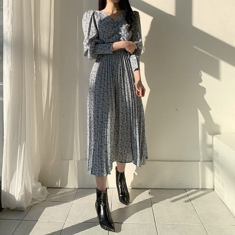 Hed1ade95626946c890ca57059cdfdbfat - Autumn V-Neck Long Sleeves Floral Print Pleated Midi Dress