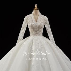 Image 5 - 크리스탈 진주 Appliques 레이스 화려한 볼 가운 웨딩 드레스 v 목 긴 소매 럭셔리 브라 가운