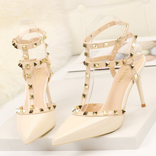 Заклепки, высокие каблуки, роскошные дизайнерские женские туфли, женские туфли-лодочки, сексуальные весенне-летние модные сандалии, офисное платье, белые, черные туфли