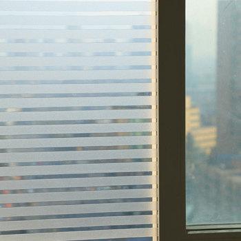 3D bez kleju statyczne dekoracyjne folie okienne prywatność 2M wodoodporna biała matowa linia w ciemno styl prywatność pasek szklana naklejka Viny tanie i dobre opinie HAILLADTOP Statyczne czepiać HG-HD-WS-0259 Nieprzezroczyste Matowe trawione Tłoczone Szkło filmy Przeciwwybuchowe Izolacja cieplna