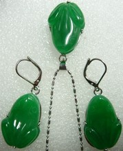 Lady's beautiful carved green purple Natural Stone frog beads pendant earring set(China)