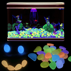 Image 1 - 20, 30,50,100 pcs Acquario Ornamenti Pietre Glow In The Dark Luminoso Pebbles Stones Per Il Giardino Ornament Fish Tank Decorazione
