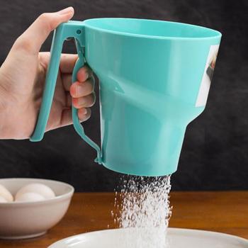 Lejek w kształcie sito do przesiewania mąki sitko narzędzie do pieczenia ciasta sito do przesiewania mąki oblodzenie cukru instrukcja kubek z sitkiem strona główna pieczenie w kuchni ciasto narzędzia kuchenne tanie i dobre opinie CN (pochodzenie) Przesiewacze i shakers Ekologiczne Na stanie Cup Flour Sifter CE UE Dropshipping Funnel-shaped Flour Sieve