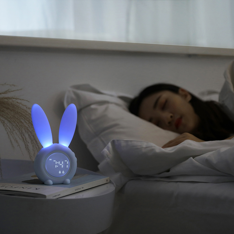 LED-Intelligence-Alarm-Clock-Digital-Snooze-Table-Clock-Wake-Up-Light-Electronic-Large-Time-Temperature-Display (1)