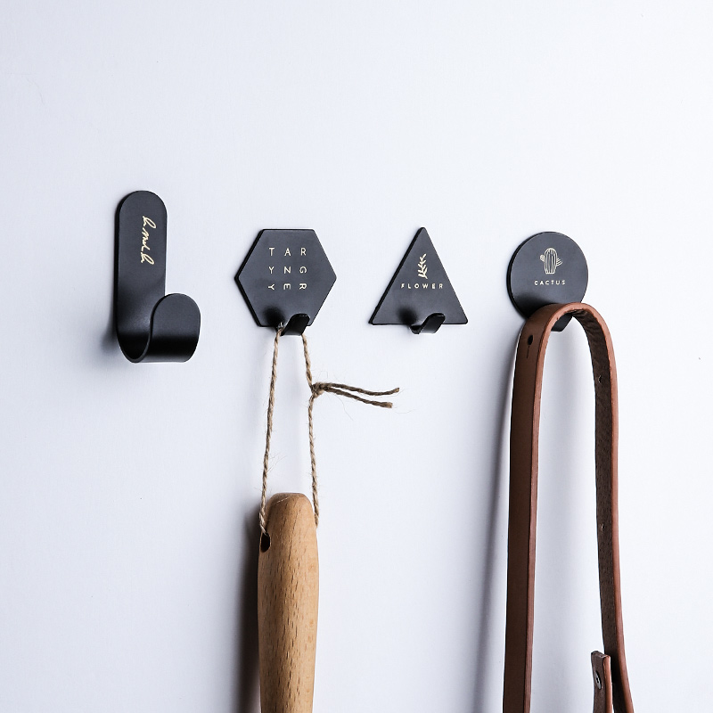 4pcs Iron Wall Hook Creative Letter Cactus Suction Wall Sucker Hanger Key Bag Holder Organizer Black White Kitchen Wall Hooks