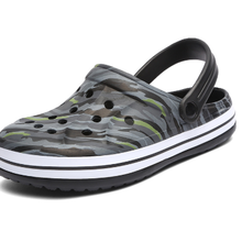 The new summer 2020 men's sandal bag head hollowed-out beach crocs camouflage la