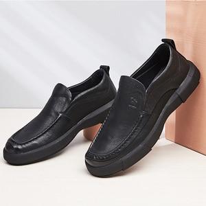 Image 2 - Nuevos zapatos informales de negocios, zapatos ligeros para hombre, mocasines de cuero cómodos antideslizantes con absorción de impacto para hombre