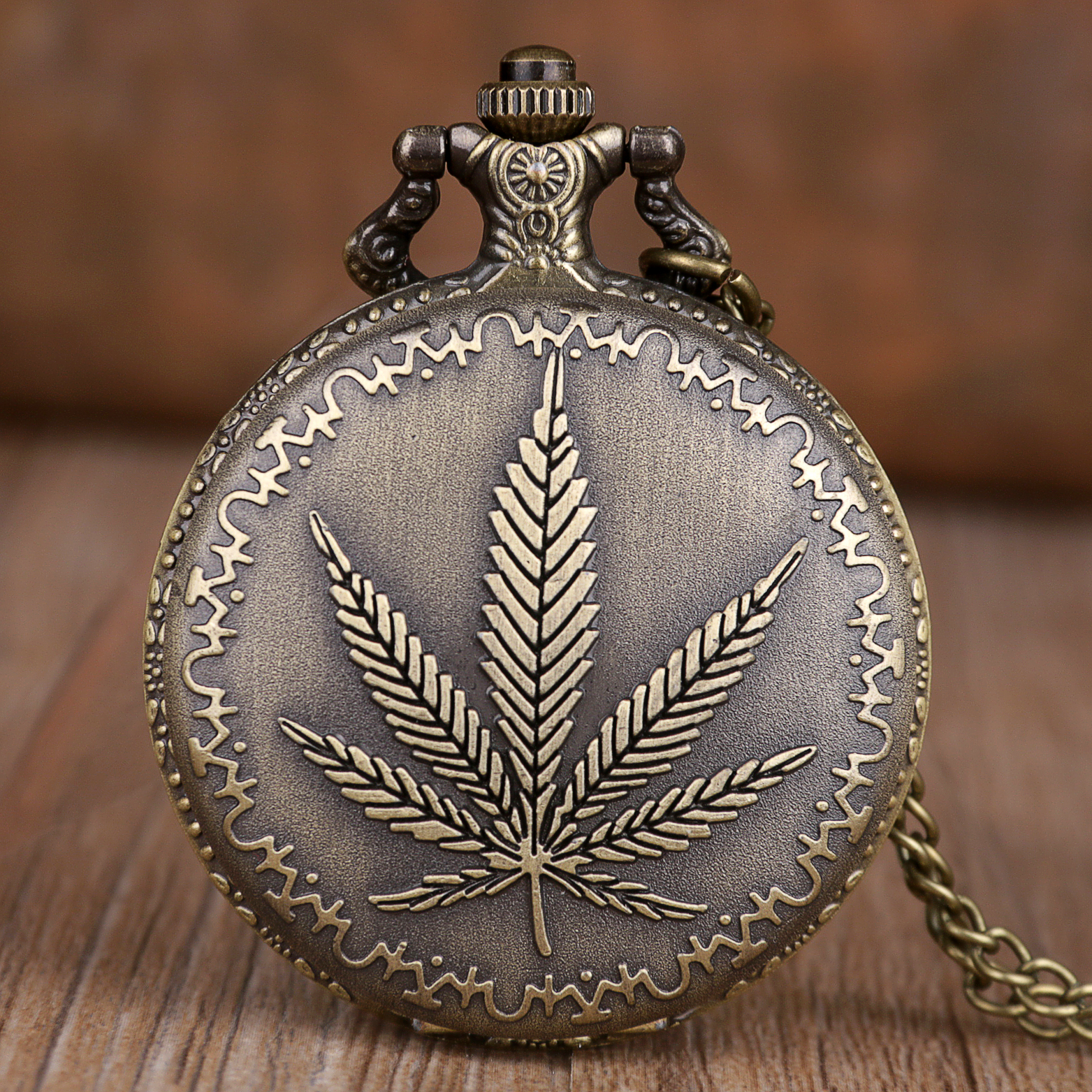 2019 New Popular Retro Pocket Watches Men Women Vintage Maple Leaf Pocket Watches Pendant Necklace Chain Fob Watches