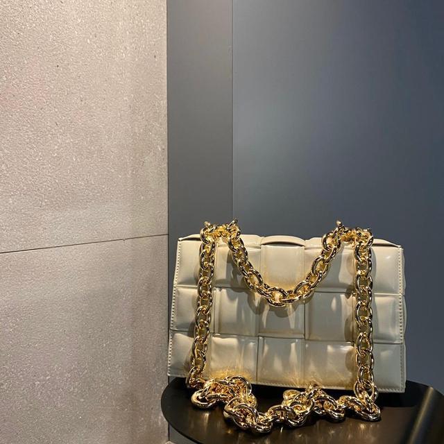Por H 2020, el más nuevo bolso con cadena dorada acolchada, bolso cruzado para mujer, bolso tejido de cuero genuino, bolso de hombro trenzado