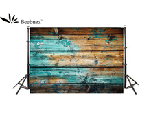 Beebuzz photo backdrop blue planks decorate the background