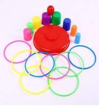 Бросая кольцо игрушки для детей в помещении и на открытом воздухе