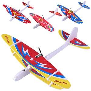 Mão das crianças jogando espuma elétrica planador brinquedo epp espuma transmissor ao ar livre crianças avião modelo de brinquedo crianças presente