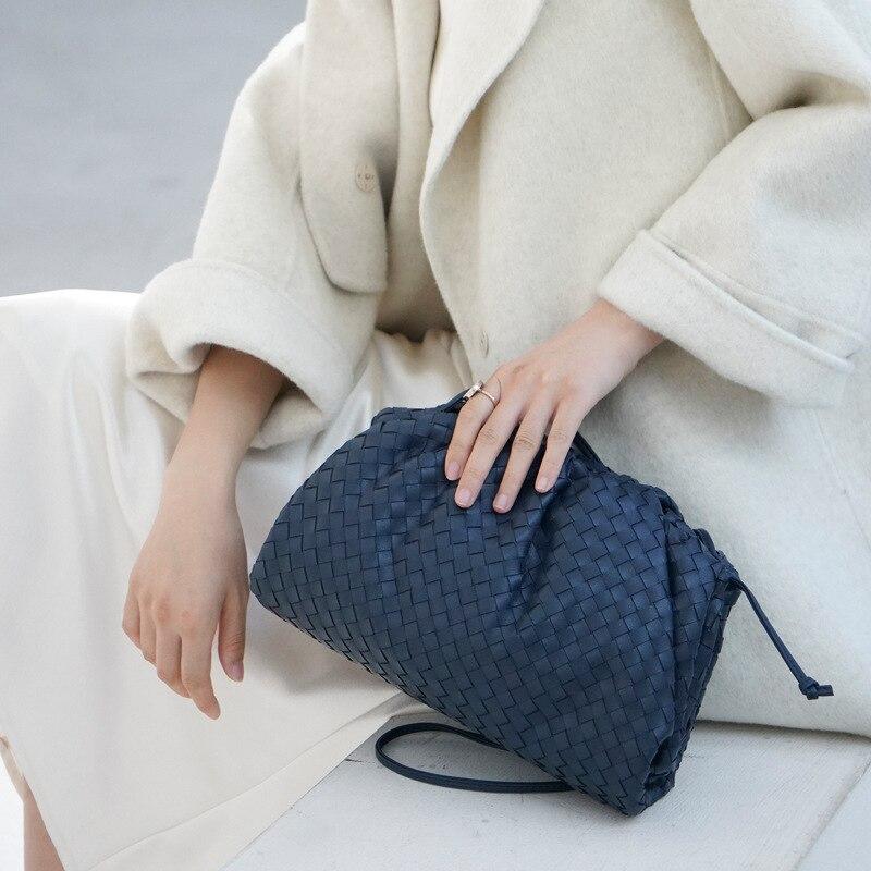 Saco de tricô de luxo das mulheres saco de envelope tecido de couro real design volumoso forma arredondada bolsas e bolsas embreagem louis marca