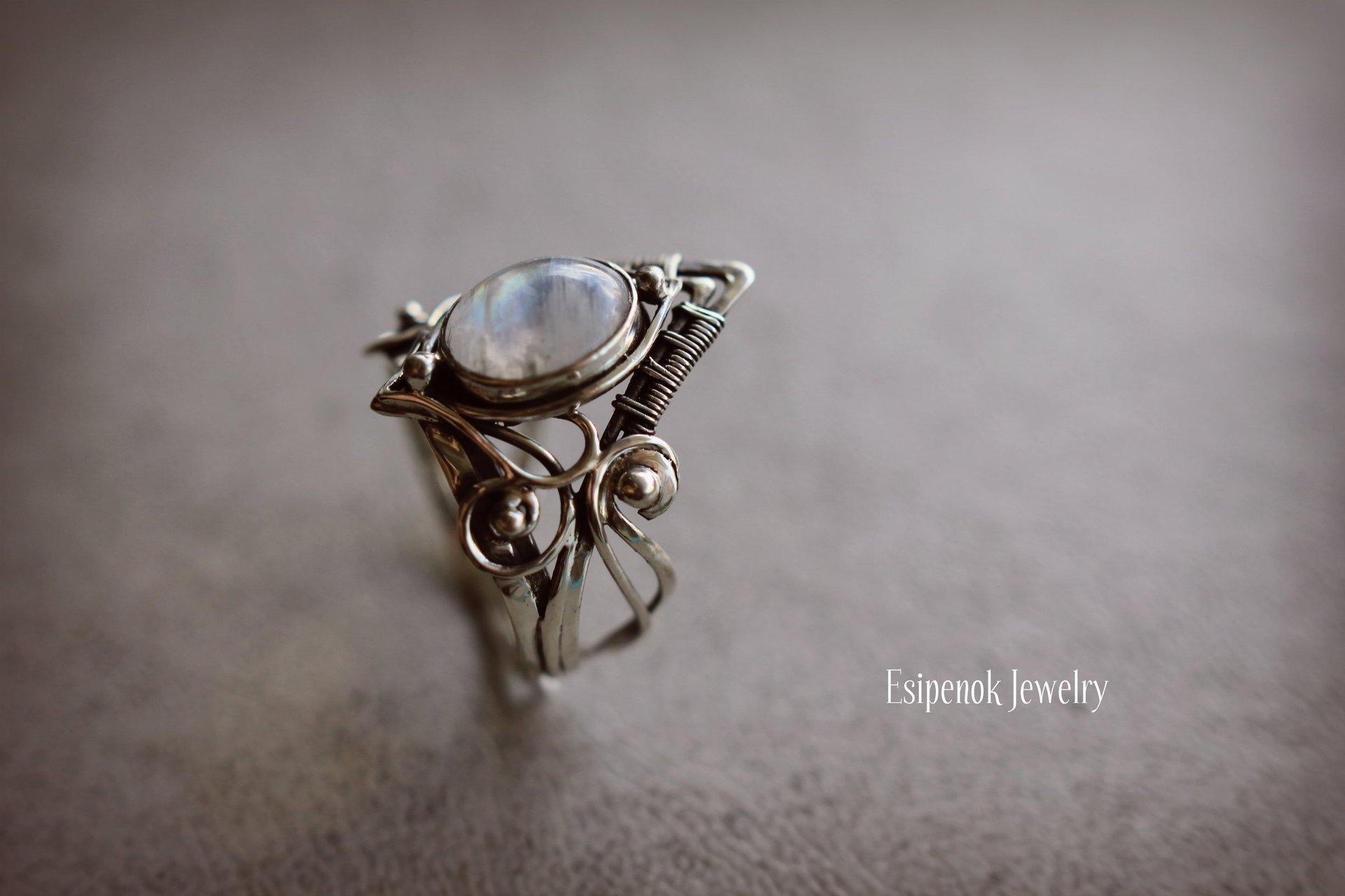 Vintage Tibetan moonstone Big Healing Crystal Rings For Women Boho Antique Indian Moonstone Ring Fine Jewelry Girls Ladies Gifts