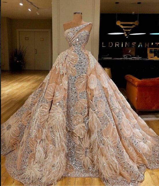 2020高級ウェディングドレスノースリーブワンショルダーchamgapeチュールフェザークリスタル古典的なカスタマイズ可能なフォーマルイブニングドレス