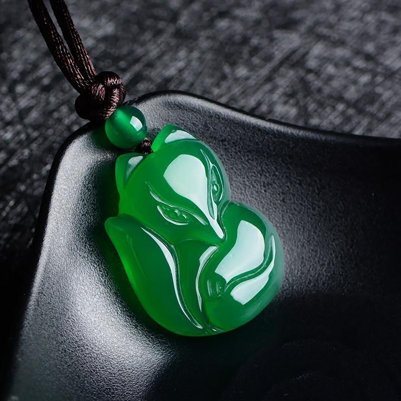 Натуральный зеленый белый китайский халцедон нефрит лиса кулон ожерелье Модные очаровательные ювелирные изделия Резные амулеты Подарки для женщин мужчин