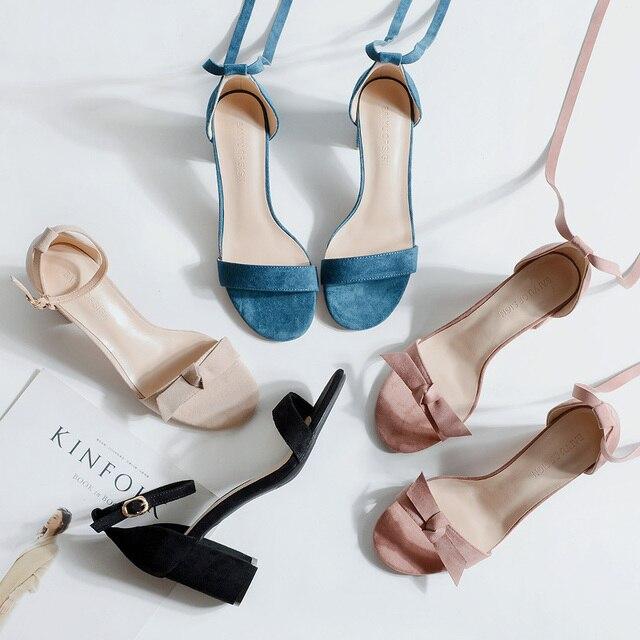 여성 샌들 2020 여름 신발 여성 6.5/4CM 스퀘어 하이힐 솔리드 가짜 스웨이드 플록 발목 워프 슬리퍼 레이디 웨딩 샌들