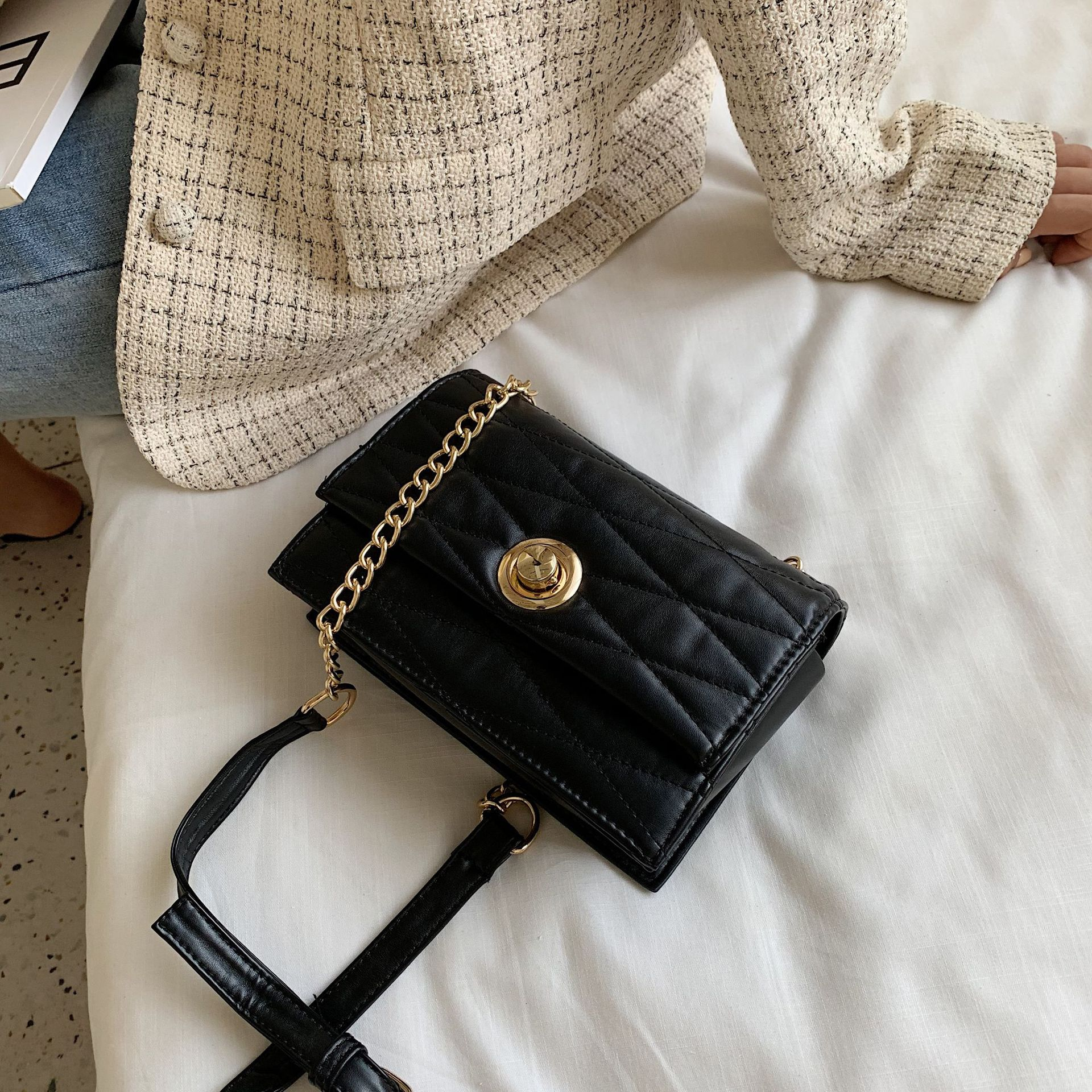 Luxury Handbags women bag over the Shoulder Crossbody Bag White Trend Girl Quality Chain Messenger Crossbody Bags For Women bags in Top Handle Bags from Luggage Bags