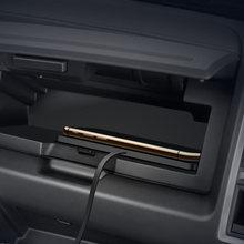 Автомобильное беспроводное быстрое зарядное устройство для bmw