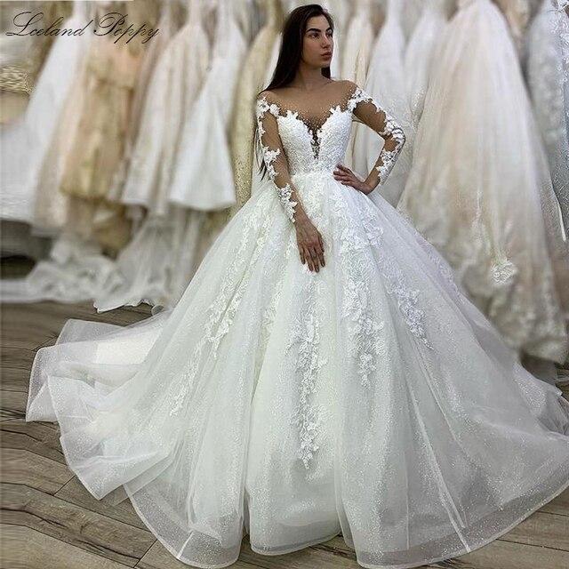 فستان زفاف فاخر من Lceland بلون الخشخاش مقاس كبير 2020 رقبة مغرفة وأكمام طويلة ذيل كاتدرائي مطرز زي العرائس