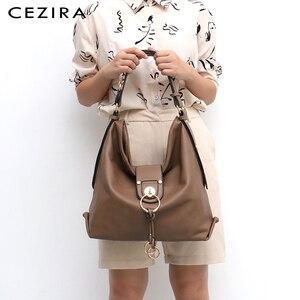Image 5 - CEZIRA יוקרה נשים יומי נווד גבירותיי עור מפוצל גדול כתף תיק אופנה מתכת טבעות Tote נקבה מקרית Crossbody תיק שק
