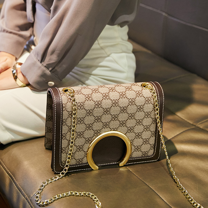 Bag women's 2020 new slant bag fashion spring and summer European and American one-shoulder lady's bag.  Small square bag
