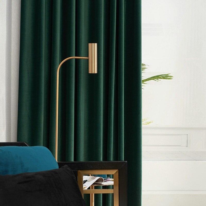Rideau long occultant en velours vert olive