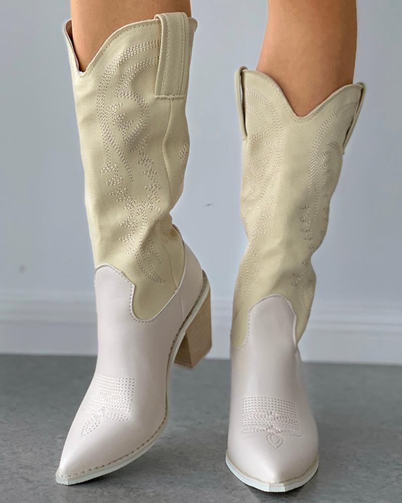 С оттянутым носком в стиле ретро с вышивкой на сужающемся книзу