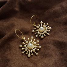 Модные жемчужные серьги капли эмалированные золотистые милые