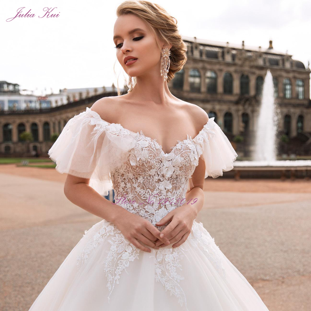 Julia Kui High-end Sexy Scalloped Neck Ball Gown Wedding Dresses With Beauty 3d Embroidery Appliques Lace Bride Gowns 2020