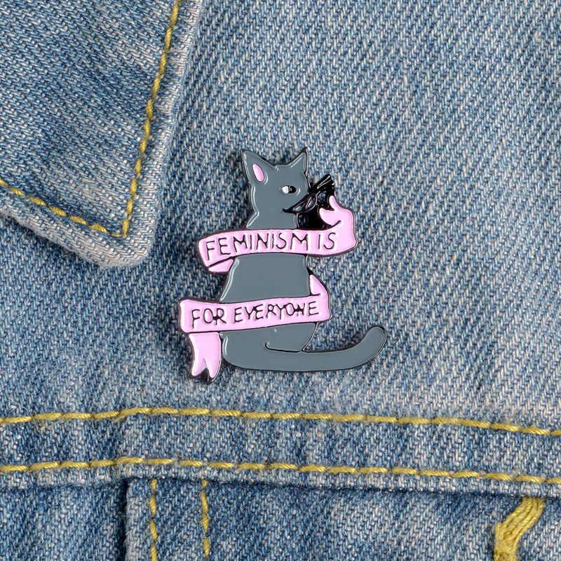 漫画バッジかわいいグレー猫ブローチ女性のための FEMINISMIS ため EYERYONE エナメルピンジュエリーデニムジャケットバッグ b アクセサリー