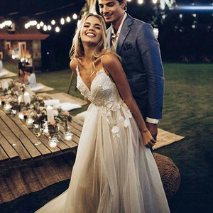 Boho Wedding Dress 2020 Appliqued With Flowers Tulle A-Line Sexy Backless Beach Bride Dress Wedding Gown