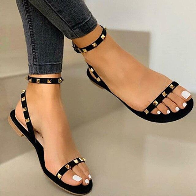2020 Sandalias Mujer remache hebilla Correa pisos mujer punta abierta Sexy playa Casual zapatos mujer verano calzado talla grande 1