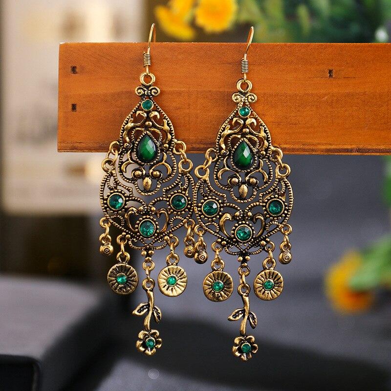 Wersja kolczyków z zielonymi kryształami.