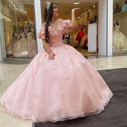 Yiminpwp doce rosa vestido de baile quinceanera vestidos fora do ombro rendas acima de volta varredura trem apliques babados longo vestido de baile formal