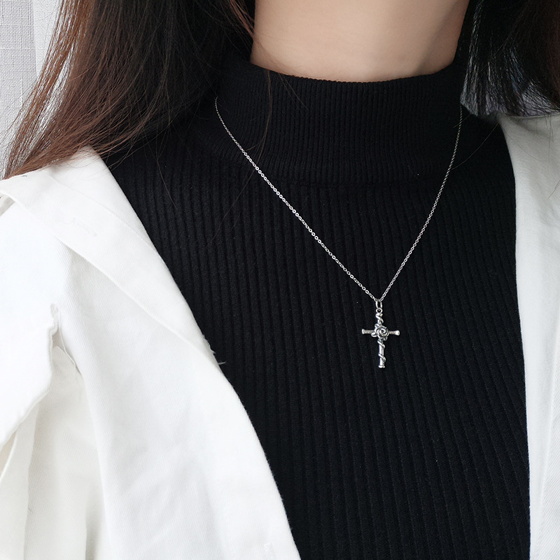 Hef27a07a326744c4b33d296174017e90U - Vintage Do Old Rose Cross Pendant Necklace S925 Sterling Silver Personality Trend Female Collarbone Chain