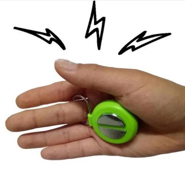 1pcs April Fools Day Electric Shock Handshake Joke Prank Funny Electronic Toys Treasure Spoof Novelty Gag Toys Random Color