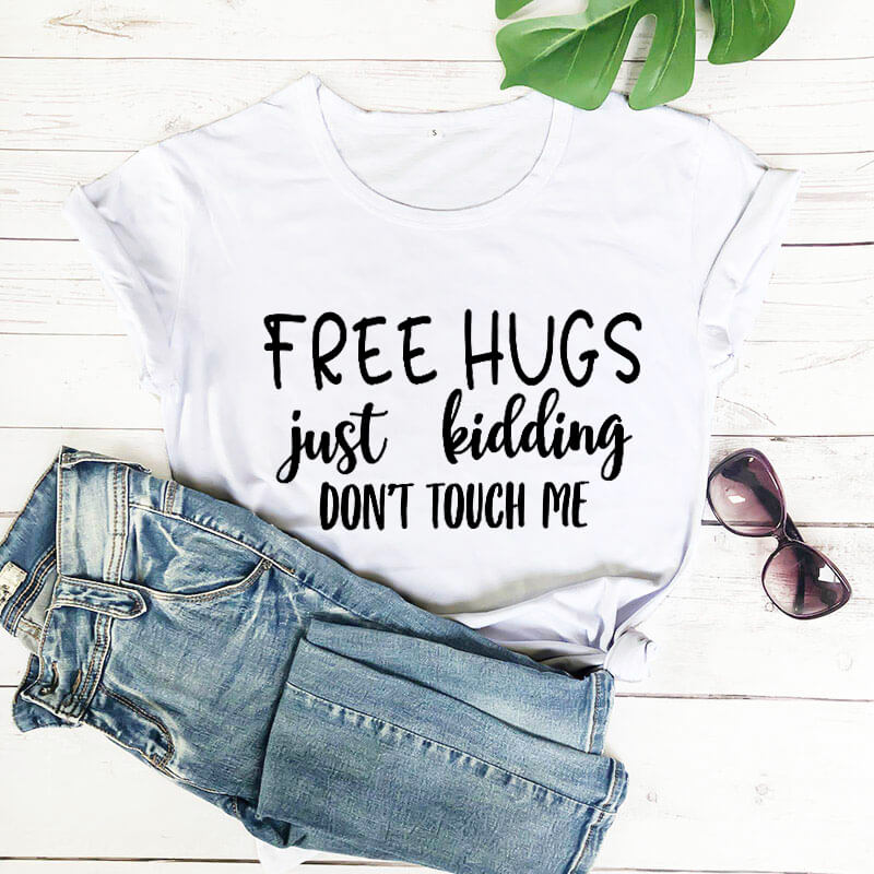 Free Hugs Just Kidding New Arrival 2020 100%Cotton Funny T Shirt Quarantine Shirt Social Distancing Shirts Introvert Shirts