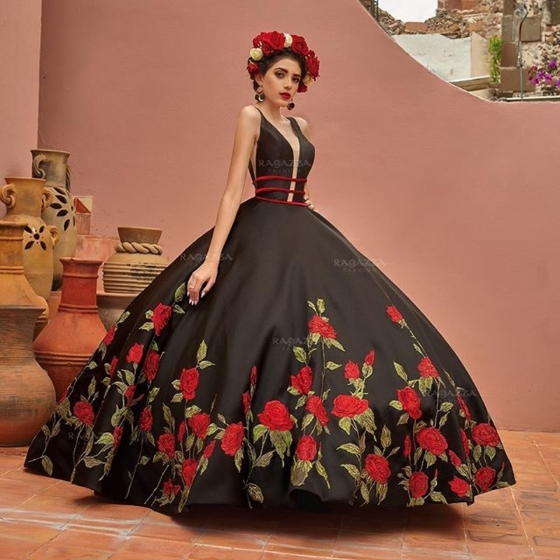 Black Ball Gown Quinceanera Dresses 2020 V Neck Beaded Elegant Sweep Train Sweet 16 Dress Embroidery Vestidos De Xv Años